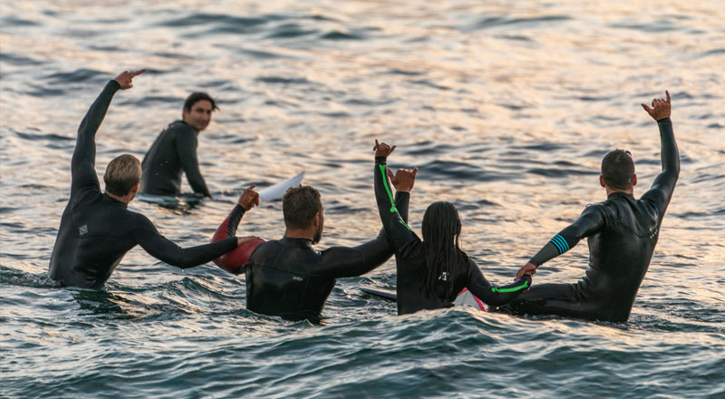 Group Surfing.